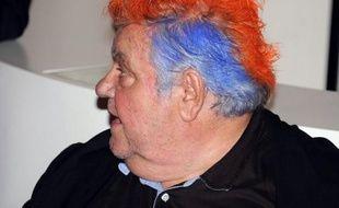 En mai 2012, Louis Nicollinse teint les cheveux  après le titre de champion de France, pour honorer un pari fait avec Rémy Cabella.