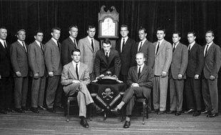Les membres de Skull and Bones de 1947, à Yale