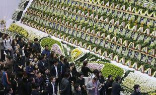 Affluence pour rendre hommage aux victimes du naufrage d'un ferry en Corée su Sud, le 26 avril 2014.