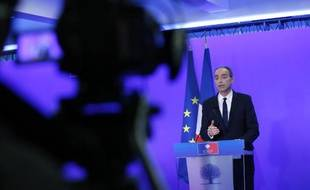 Le président de l'UMP Jean-François Copé fait une déclaration à la presse au siège du parti, à Paris, le 3 mars 2014