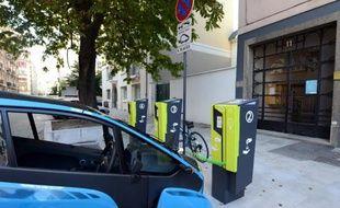 """Un opérateur privé va annoncer """"la semaine prochaine"""" l'installation de 160.000 bornes de recharge pour les véhicules électriques en France"""