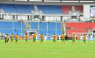 Une minute de silence a été observée avant le coup d'envoi du quart de finale de la CAN-2012 Zambie-Soudan, samedi à Bata (Guinée équatoriale), en hommage aux victimes des violences ayant suivi un match de football entre deux équipes égyptiennes mercredi.