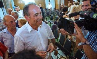 """Jean-François Copé, qui officialisera dimanche sa candidature à la présidence de l'UMP dont il est le secrétaire général, a jugé mardi """"indispensable"""" un débat entre ceux qui se disputeront ce poste."""