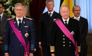 """Le roi des Belges à la retraite Albert II se plaint """"amèrement"""" de la réduction de son train de vie, a révélé jeudi un journal belge, mais le gouvernement d'Elio Di Rupo n'entend """"pas changer une virgule"""" aux dotations royales, récemment revues à la baisse."""