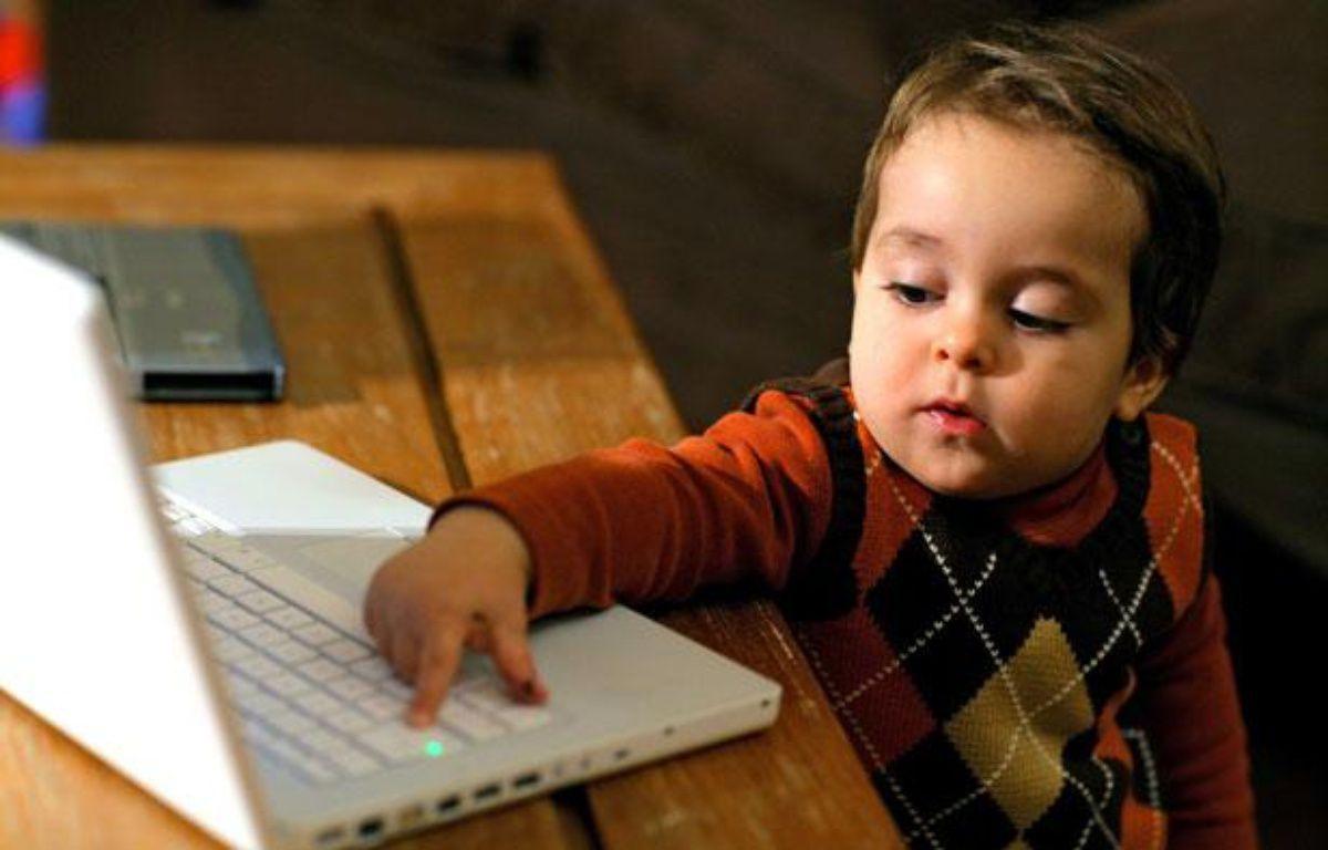 Les ordinateurs portables s'implantent de plus en plus dans les familles – ANSOTTE/ISOPIX/SIPA