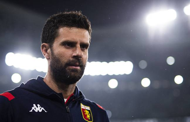 Genoa's coach Thiago Motta looks on during the Italian Serie A football match between Juventus and Genoa on October 30, 2019 at the 'Allianz Stadium' in Turin. (Photo by MARCO BERTORELLO / AFP)