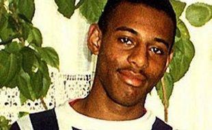 """Deux hommes ont été reconnus coupables mardi à Londres du meurtre, il y a plus de dix-huit ans, d'un adolescent noir, un cas emblématique dans lequel le comportement """"institutionnellement raciste"""" de la police britannique avait été mis en cause."""