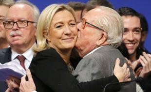 Marine Le Pen et son père Jean-Marie Le Pen à Lyon le 30 novembre 2014.