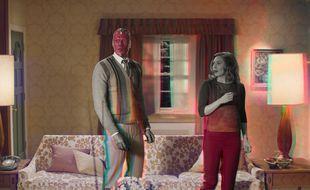 Elizabeth Olsen et Paul Bettany dans la série « WandaVision »