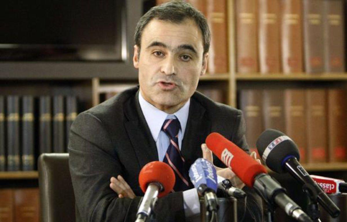 Pascal Wilhelm, l'avocat de l'héritière de L'Oréal Liliane Bettencourt, le 6 décembre 2010 lors d'une conférence de presse à Paris. – REMY DE LA MAUVINIERE/AP/SIPA