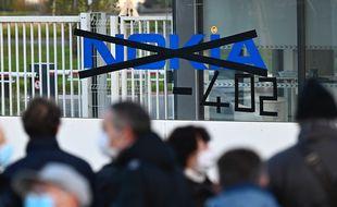 Environ 200 personnes se sent rassemblés ce matin devant l'usine de Nokia à Lannion.