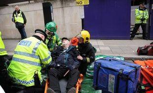 Quelque 2500 policiers, ambulanciers, pompiers ont participé mercredi à un exercice de simulation d'un attentat dans le métro londonien, en prévision des jeux Olympiques de 2012 qui se tiendront dans la capitale britannique, selon le gouvernement