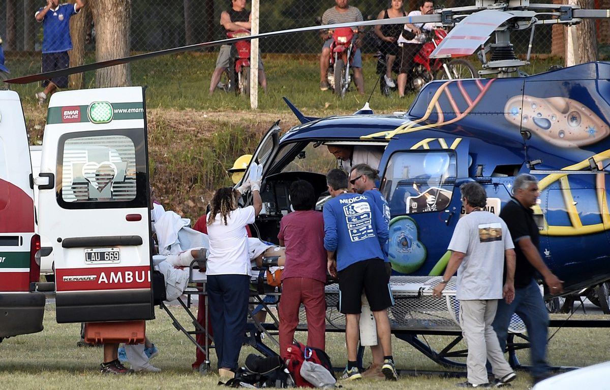 Les secours lors de l'accident sur le Dakar, le 2 janvier 2016, en Argentine. – FRANCK FIFE / AFP