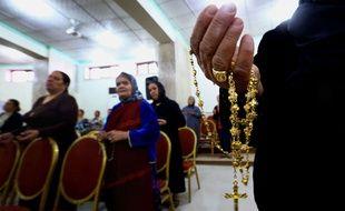 Des chrétiens dans une église près de Mossoul, en Irak, le 19 juillet 2014.