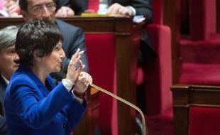La ministre déléguée à la Famille, Dominique Bertinotti, va dévoiler à la presse lundi les groupes de réflexion installés pour la préparation du projet de loi famille qui devrait être présenté en Conseil des ministres avant les municipales.