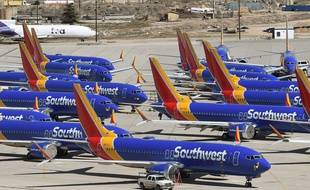 (Illustration) Des Boeing 737 MAX de Southwest Airlines sont stationnés sur le tarmac après avoir été immobilisés, à l'aéroport de Southern California Logistics à Victorville, en Californie, en mars 2019.