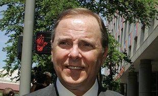 L'ex-PDG d'Enron Jeffrey Skilling, au coeur d'un énorme scandale financier au début des années 2000, va sortir de prison 10 ans plus tôt que prévu, sa peine ayant été réduite vendredi à 14 ans de détention.