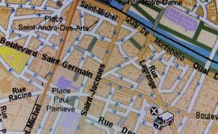 Capture d'écran montrant un véhicule de police géolocalisé à Paris le 9 février 2012