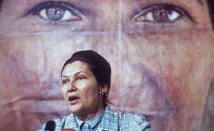 French Minister for Health, Simone Veil, candidat for the European elections, gives a speech in May 1979, in Paris during the electoral campaign. / AFP PHOTO / STAFF