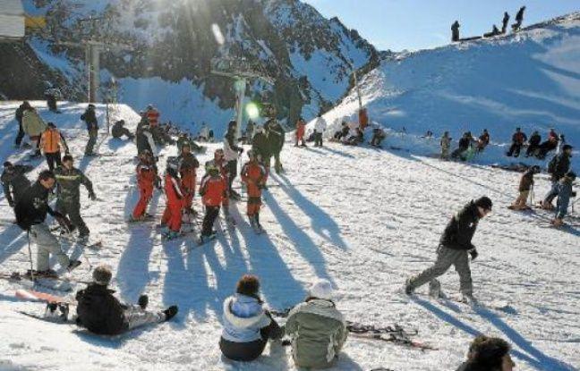 Les stations du massif pyrénéen devraient ouvrir leurs pistes le 6 décembre.