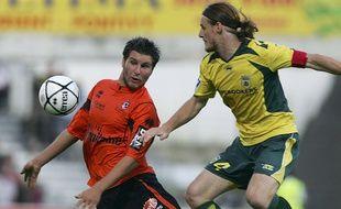Le Lorientais André-Pierre Gignac face au Nantais Mauro Cetto, le 26 août 2006.
