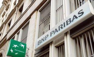 Photo d'archives d'une agence bancaire BNP Paribas à Paris, le 31 janvier 2008