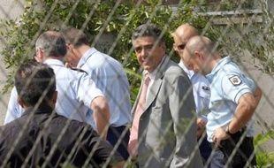 Deux cadavres non identifiés ont été découverts lundi soir dans une propriété agricole isolée dont un hangar a brûlé après une explosion, dans un hameau de la commune d'Antisanti en Haute-Corse, a-t-on appris de sources concordantes.
