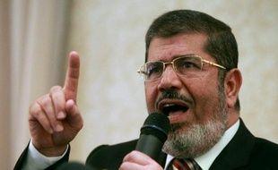 """Vingt-cinq personnes seront jugées en Egypte pour """"outrage à magistrat"""", dont le président Mohamed Morsi destitué par l'armée et plusieurs islamistes mais aussi des figures du courant libéral, dont le militant Alaa Abdel Fattah, a-t-on appris de sources judiciaires."""