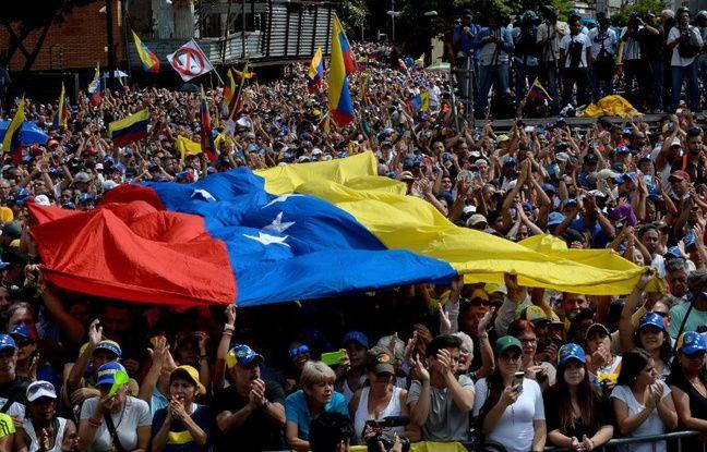 VIDEO. Venezuela: Emmanuel Macron salue le «courage» des Vénézuéliens, le Kremlin soutient Nicolas Maduro