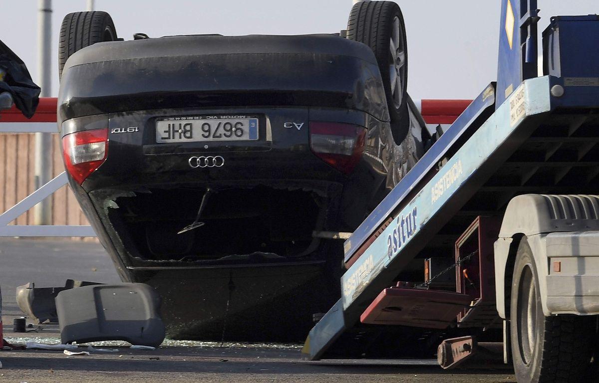 Le véhicule utilisé comme voiture-bélier contre des passants à Cambrils.  AFP PHOTO / LLUIS GENE – AFP