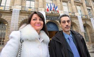 L'avocate Sylvie Noachovitch et son client Omar Raddad, photographiés en 2008 devant le ministère de la Justice, à Paris.