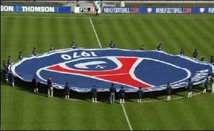 Canal+ a officialisé mardi dans un communiqué la cession du Paris SG (L1) au fonds d'investissement américain Colony Capital, associé au fonds d'investissement Butler Capital Partners et au groupe de services financiers Morgan Stanley.