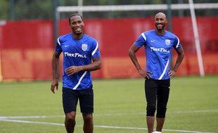 Didier Drogba et Nicolas Anelka à Shanghaï, le 16 juillet 2012.