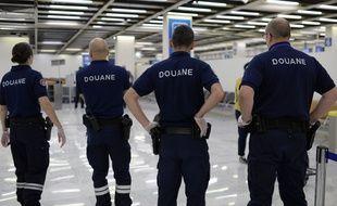 Les douanes contrôlent les passagers en provenance de Guyane, ici à l'aéroport d'Orly.