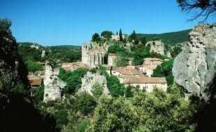 Depuis Saint-Guilhem-le-Désert partent de nombreux chemins de randonnées pour découvrir la beauté l'arrière pays héraultais.