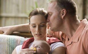 Couple avec un bébé (illustration).