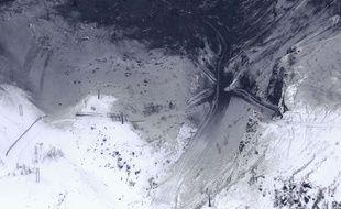 Un nuage de cendres volcaniques recouvre les pistes d'une station de ski de Gunma, au Japon, le 23 janvier 2018.