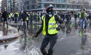 """Des """"gilets jaunes"""" manifestent à Bruxelles."""