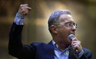 """C'est la première fois dans l'histoire de la Colombie qu'un ex-président retourne en politique. Pour Alvaro Uribe, 61 ans, champion de la fermeté face aux Farc, le dialogue avec la guérilla met en danger le pays. """"Pas de paix sans sécurité"""", martèle-t-il dans un entretien exclusif à l'AFP."""