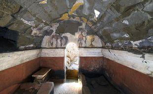 Des peintures ornaient encore les murs du tombeau.