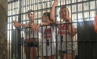 Anastasia Vashukevich (au centre) a été arrêtée en Thaïlande avec plusieurs ressortissants russes pour avoir organisé un atelier «sexologie».