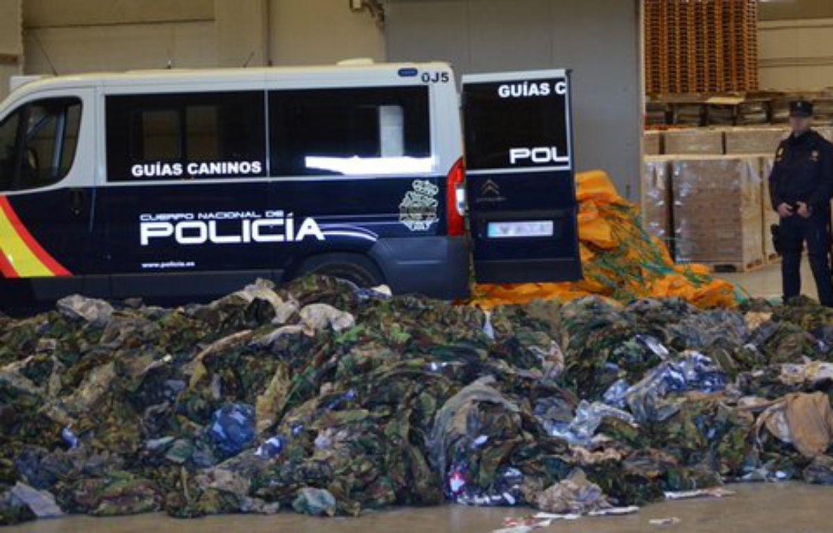 La police espagnole a annoncé la saisie de 20.000 uniformes destinés aux djihadistes en Irak et en Syrie. – Police espagnole