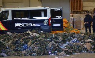 La police espagnole a annoncé la saisie de 20.000 uniformes destinés aux djihadistes en Irak et en Syrie.