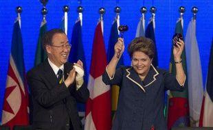 Dilma Rousseff, présidente du Brésil, clôt le sommet Rio+20 au côté du secrétaire général des Nations unies, Ban Ki-moon, le 22 juin 2012.