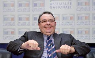 Le député des Bouches-du-Rhône Patrick Mennucci a officialisé sa candidature à la primaire socialiste pour les municipales à Marseille en 2014, en organisant un premier meeting devant un millier de personnes lundi soir, jour de son anniversaire.
