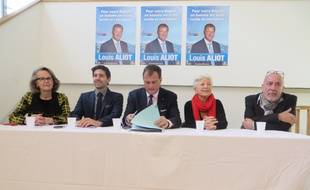 Aux côtés de Louis Aliot, Chantal Dounot-Sobraques, Julien Leonardelli, Maithé Carsalade et Didier Carettes.
