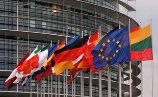 Drapeaux devant le Parlement européen à Strasbourg en avril 2008.
