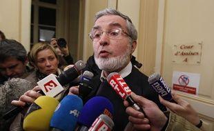 Douai, le 23 janvier 2014. Yves Mougel, le père de Natacha Mougel, sort de la salle d'audience après la condamnation du meurtrier de sa fille, Alain Penin.