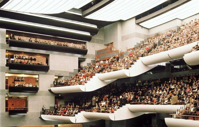 La salle des concerts est dotée de 2745 places.
