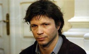 Le chanteur Bertrand Cantat, condamné à huit ans de prison pour avoir porté en 2003 des coups mortels à sa compagne, l'actrice Marie Trintignant, bénéficiera d'une libération conditionnelle à compter de mardi, a-t-on appris lundi de source judiciaire.